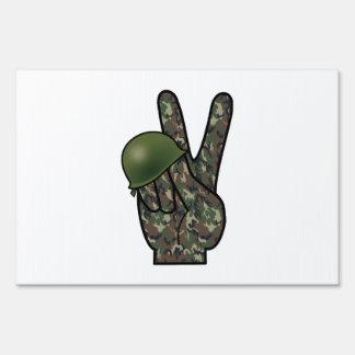 Victoria/signo de la paz de la mano del camuflaje señal