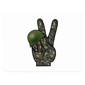 Victoria/signo de la paz de la mano del camuflaje tarjetas postales