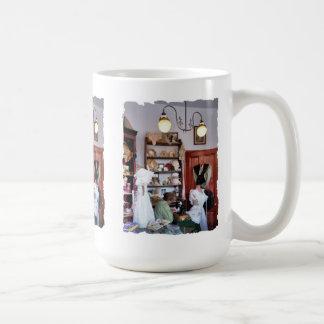 VICTORIAN ENGLAND COFFEE MUG