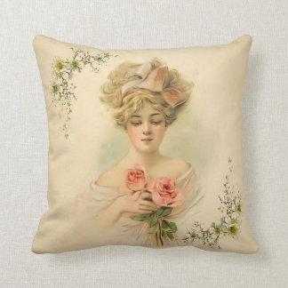 Victorian Parlour_Flora Cojín