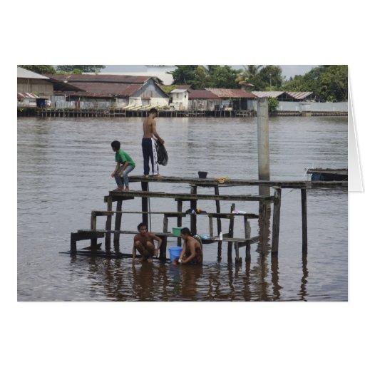 Vida a lo largo del río de Kapuas Felicitaciones