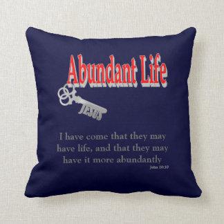 Vida abundante: La llave - v1 (Juan 10: 10) Cojín Decorativo