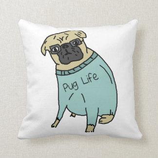 Vida del barro amasado - perro divertido en un almohadas