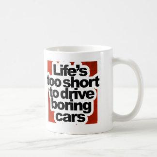Vida demasiado corta conducir los coches aburridos taza clásica