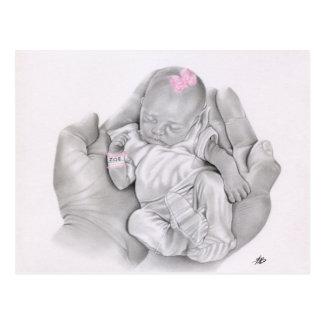 Vida en su postal del bebé de las manos