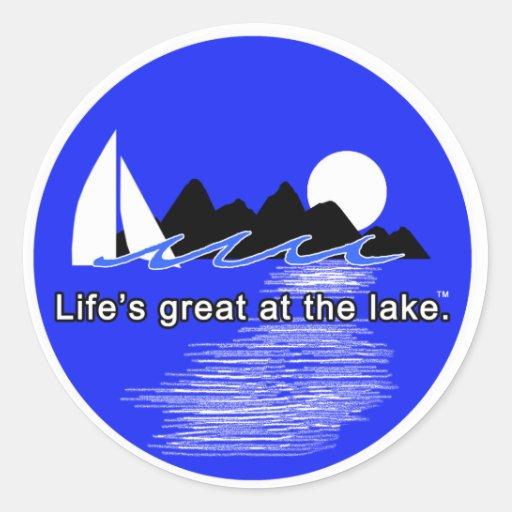 Vida grande en el lago pegatina redonda