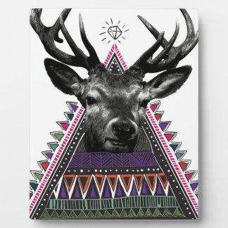 Vida loca de los ciervos del diamante del macho de placa de madera