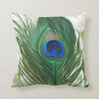Vida verde del travesaño del pavo real de Apple Cojin