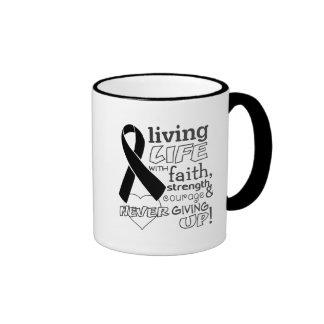 Vida viva del cáncer de piel con la fe taza a dos colores