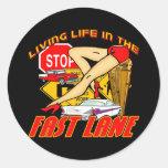 Vida viva del vintage en el carril rápido pegatina redonda