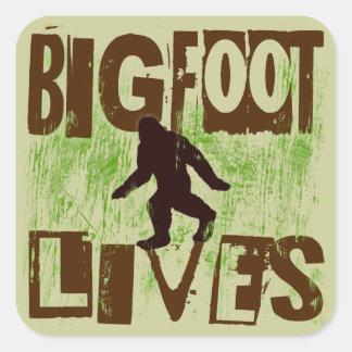 Vidas de Bigfoot Calcomanía Cuadradase