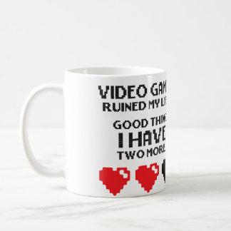 Videojuegos arruinados mi vida - tengo dos más taza básica blanca
