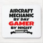 Videojugador del mecánico de aviones alfombrilla de raton