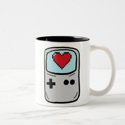 Videojugador en taza de café de la escuela vieja d