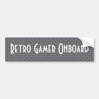 Videojugador retro a bordo, ladrillo de 8 bits gri pegatina de parachoque