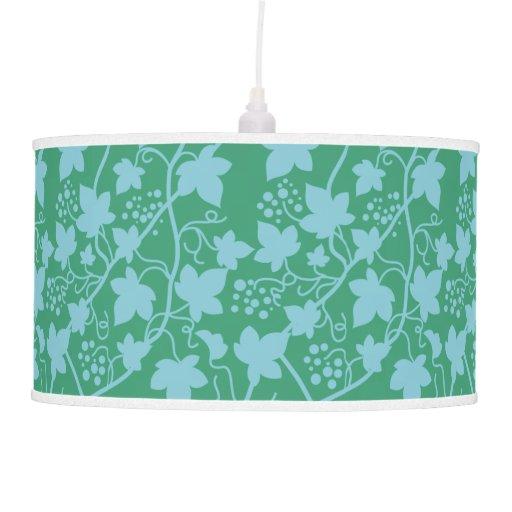 Vides de uva, hojas y verde de la fruta y azul cla lámpara de techo