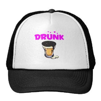 Vidrio bebido cerveza espumosa gorras de camionero