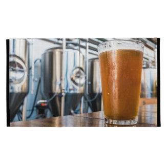 Vidrio de cerveza en el Microbrewery