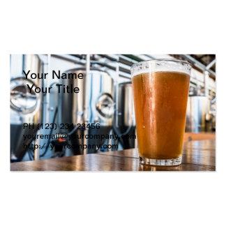 Vidrio de cerveza en el Microbrewery Plantillas De Tarjeta De Negocio