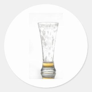 Vidrio de cerveza vacío pegatina redonda