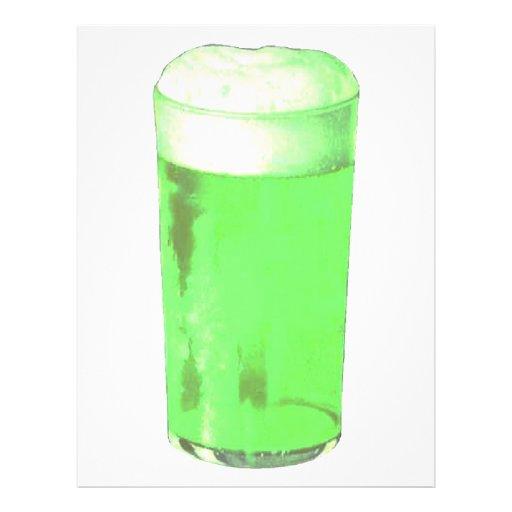 Vidrio de cerveza verde tarjeta publicitaria