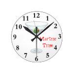 Vidrio de cóctel del tiempo de Martini con hora fe Reloj