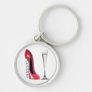 Vidrio de flauta de champán y zapato del estilete  llavero redondo plateado