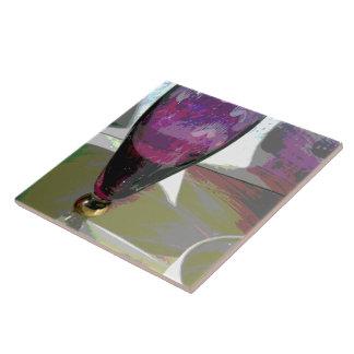 Vidrio de flauta púrpura con la sombra teja cerámica