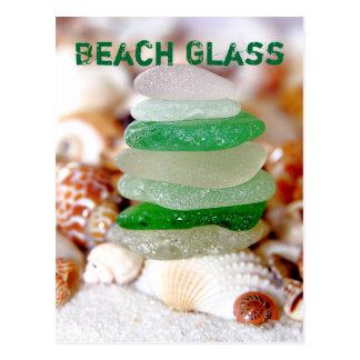 Vidrio de la playa y postal de los Seashells