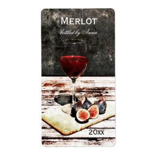 Vidrio de vino rojo con la etiqueta de la botella  etiquetas de envío