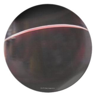 Vidrio de vino rojo plato de comida