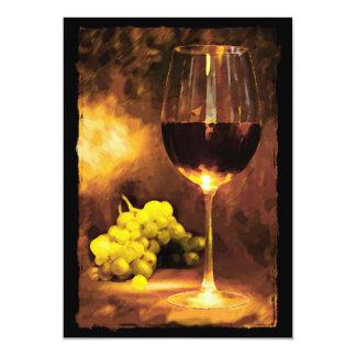 Vidrio de vino y de uvas verdes en luz de una vela invitación 12,7 x 17,8 cm