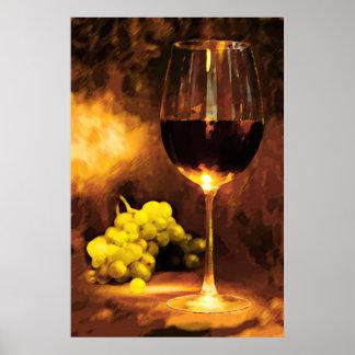 Vidrio de vino y de uvas verdes en luz de una vela póster