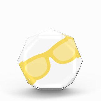 Vidrios amarillos de las gafas del inconformista d