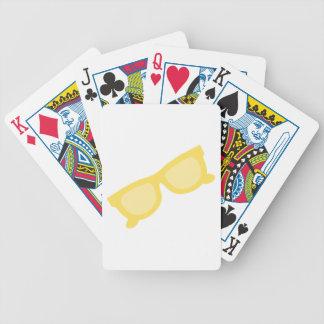 Vidrios amarillos de las gafas del inconformista d baraja de cartas