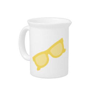 Vidrios amarillos de las gafas del inconformista d jarrón