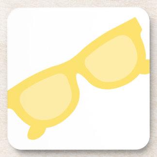 Vidrios amarillos de las gafas del inconformista d posavasos