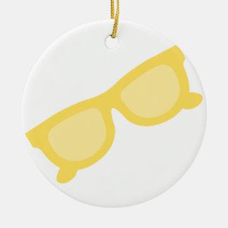 Vidrios amarillos de las gafas del inconformista adorno redondo de cerámica