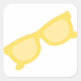 Vidrios amarillos de las gafas del inconformista pegatina cuadrada