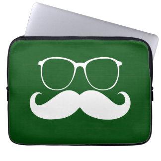 Vidrios blancos divertidos del bigote en fondo ver mangas portátiles