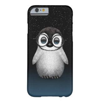 Vidrios del ojo del pingüino lindo del bebé que funda de iPhone 6 barely there