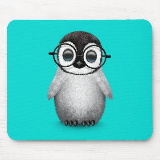 Vidrios del ojo del pingüino lindo del bebé que alfombrilla de ratón