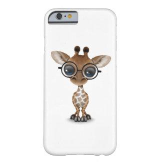 Vidrios que llevan de la jirafa curiosa linda del funda de iPhone 6 barely there