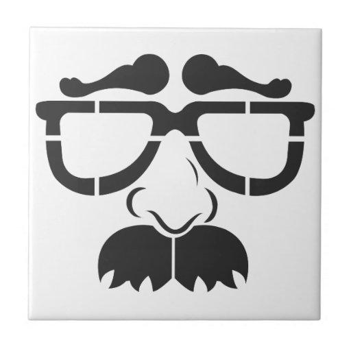 Vidrios y bigote divertidos tejas