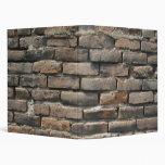 Vieja carpeta de la pared de ladrillo