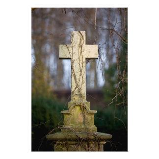 Vieja cruz de la lápida mortuaria fotografias