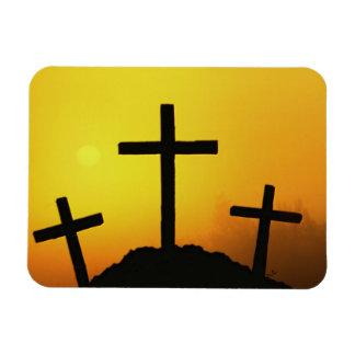 Vieja cruz de madera rugosa en la colina del imanes de vinilo