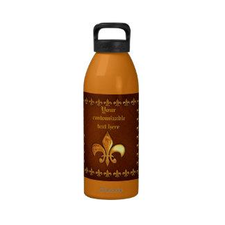 Vieja cubierta de cuero con la flor de lis de oro botellas de agua reutilizables