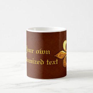 Vieja cubierta de cuero con la flor de lis de oro  tazas de café