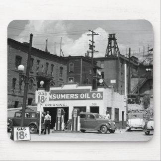 Vieja gasolinera, los años 30 alfombrilla de raton